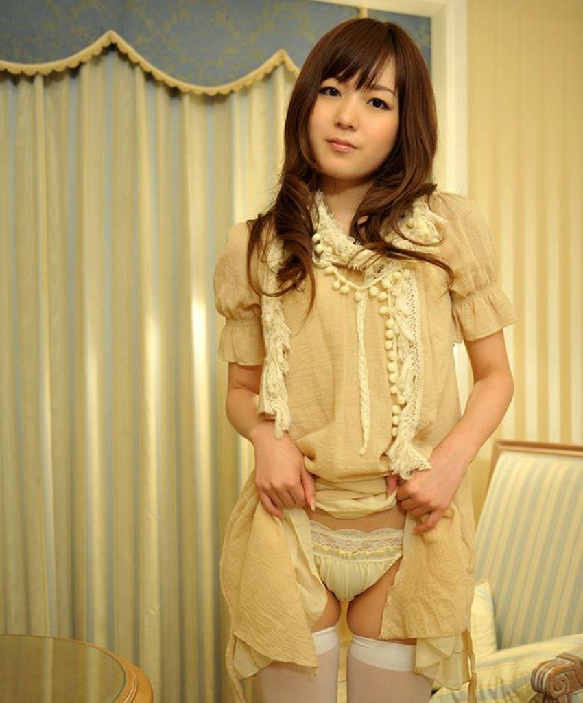 【自発的パンチラエロ画像】女子自らスカートを捲ってパンティーを見せてくれる自発的パンチラのエロ画像集!ww【80枚】 38