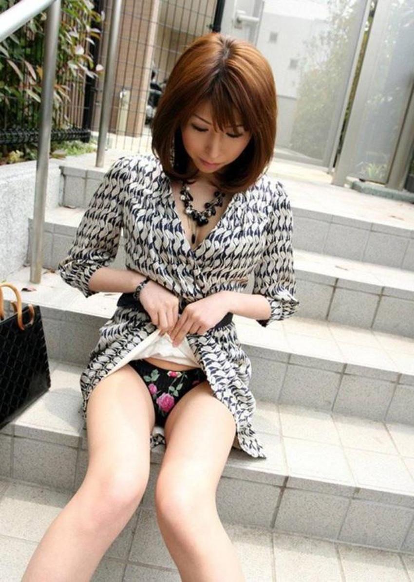 【自発的パンチラエロ画像】女子自らスカートを捲ってパンティーを見せてくれる自発的パンチラのエロ画像集!ww【80枚】 39