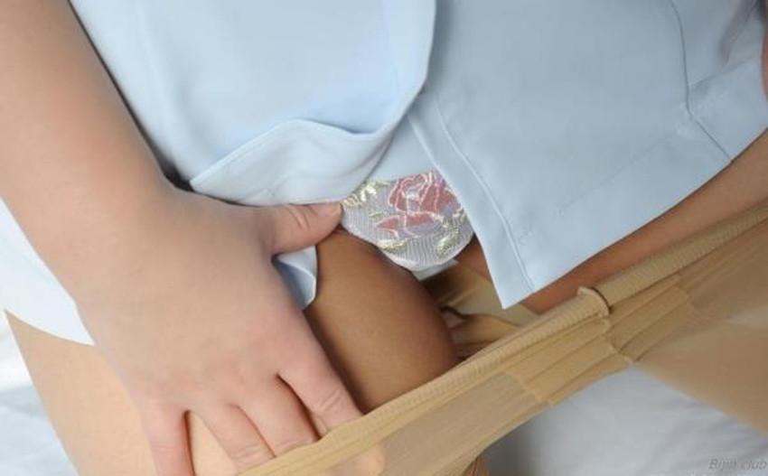 【自発的パンチラエロ画像】女子自らスカートを捲ってパンティーを見せてくれる自発的パンチラのエロ画像集!ww【80枚】 45