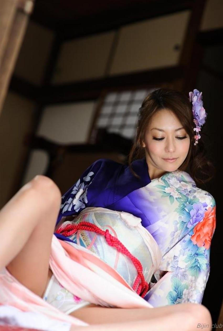 【自発的パンチラエロ画像】女子自らスカートを捲ってパンティーを見せてくれる自発的パンチラのエロ画像集!ww【80枚】 49