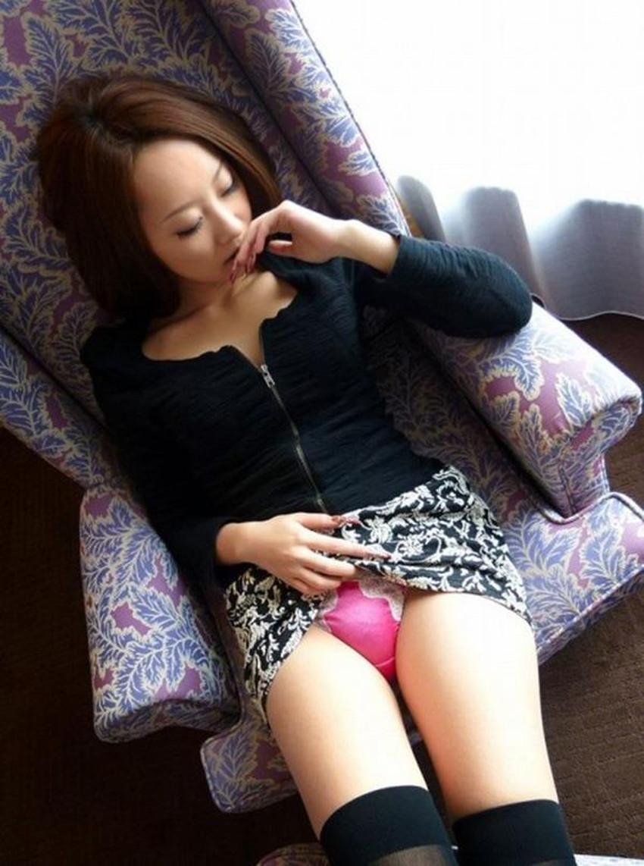 【自発的パンチラエロ画像】女子自らスカートを捲ってパンティーを見せてくれる自発的パンチラのエロ画像集!ww【80枚】 73