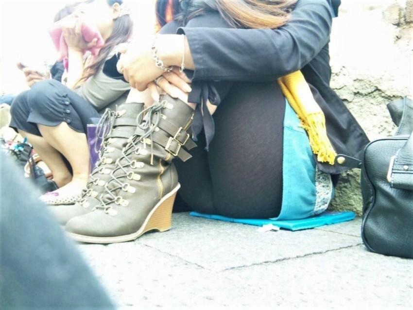 【レギンス女子エロ画像】パンティー透けてパン線丸見えのレギンスを履いて歩いてる無防備過ぎるレギンス女子のエロ画像集ww【80枚】 05