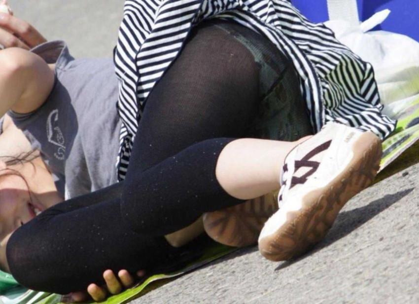 【レギンス女子エロ画像】パンティー透けてパン線丸見えのレギンスを履いて歩いてる無防備過ぎるレギンス女子のエロ画像集ww【80枚】 06