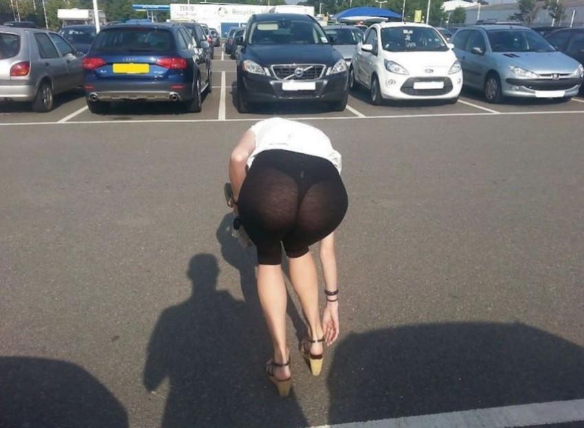 【レギンス女子エロ画像】パンティー透けてパン線丸見えのレギンスを履いて歩いてる無防備過ぎるレギンス女子のエロ画像集ww【80枚】 14