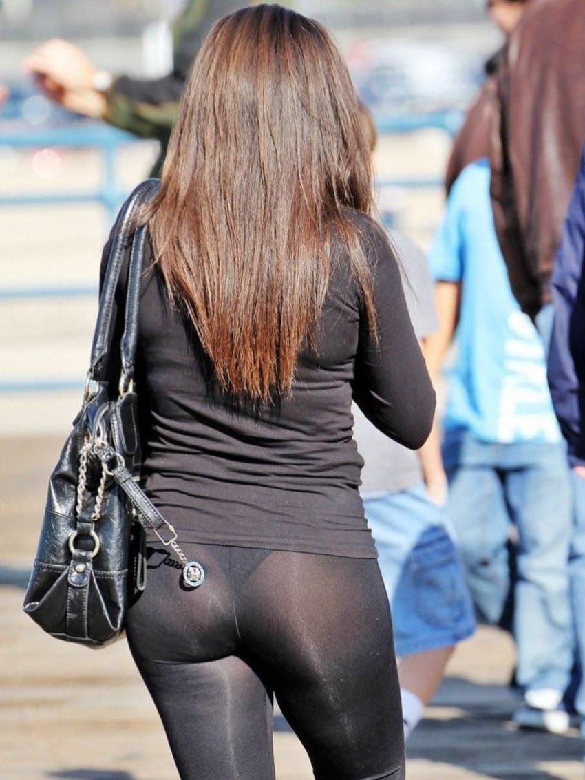 【レギンス女子エロ画像】パンティー透けてパン線丸見えのレギンスを履いて歩いてる無防備過ぎるレギンス女子のエロ画像集ww【80枚】 61