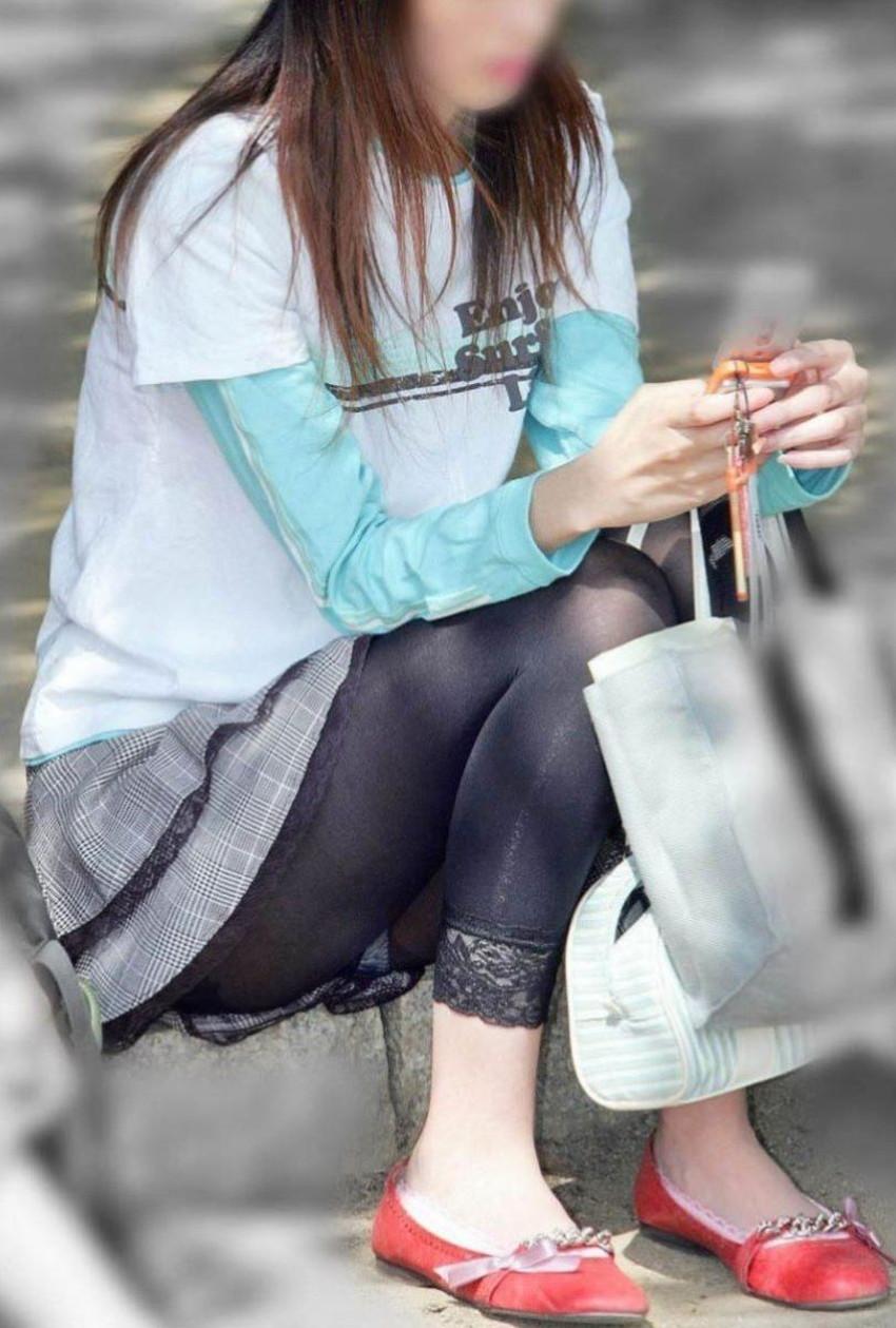 【レギンス女子エロ画像】パンティー透けてパン線丸見えのレギンスを履いて歩いてる無防備過ぎるレギンス女子のエロ画像集ww【80枚】 70