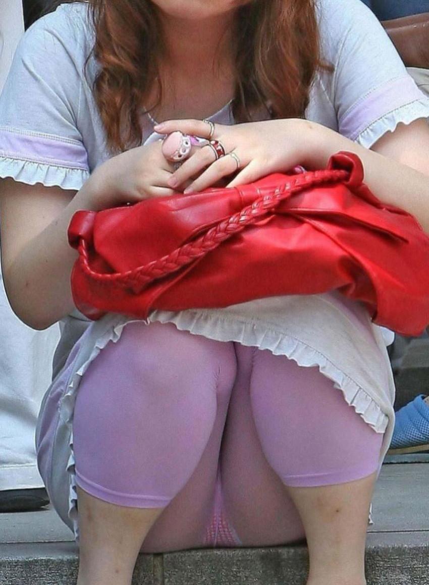 【レギンス女子エロ画像】パンティー透けてパン線丸見えのレギンスを履いて歩いてる無防備過ぎるレギンス女子のエロ画像集ww【80枚】 76