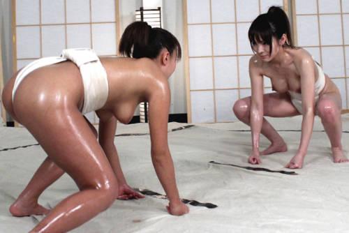 【女相撲エロ画像】美女やデカ尻人妻たちがふんどしを食い込ませてガチバトルする女相撲のエロ画像集!ww【80枚】 26