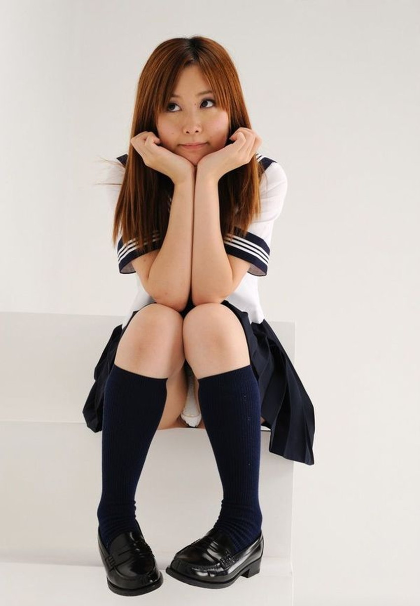 【ハイソックスJKエロ画像】ロリな美少女の美脚に映えるハイソックス!鼻や口に足先を突っ込み臭いや味を確かめたくなるハイソックスJKのエロ画像集!w【80枚】 39