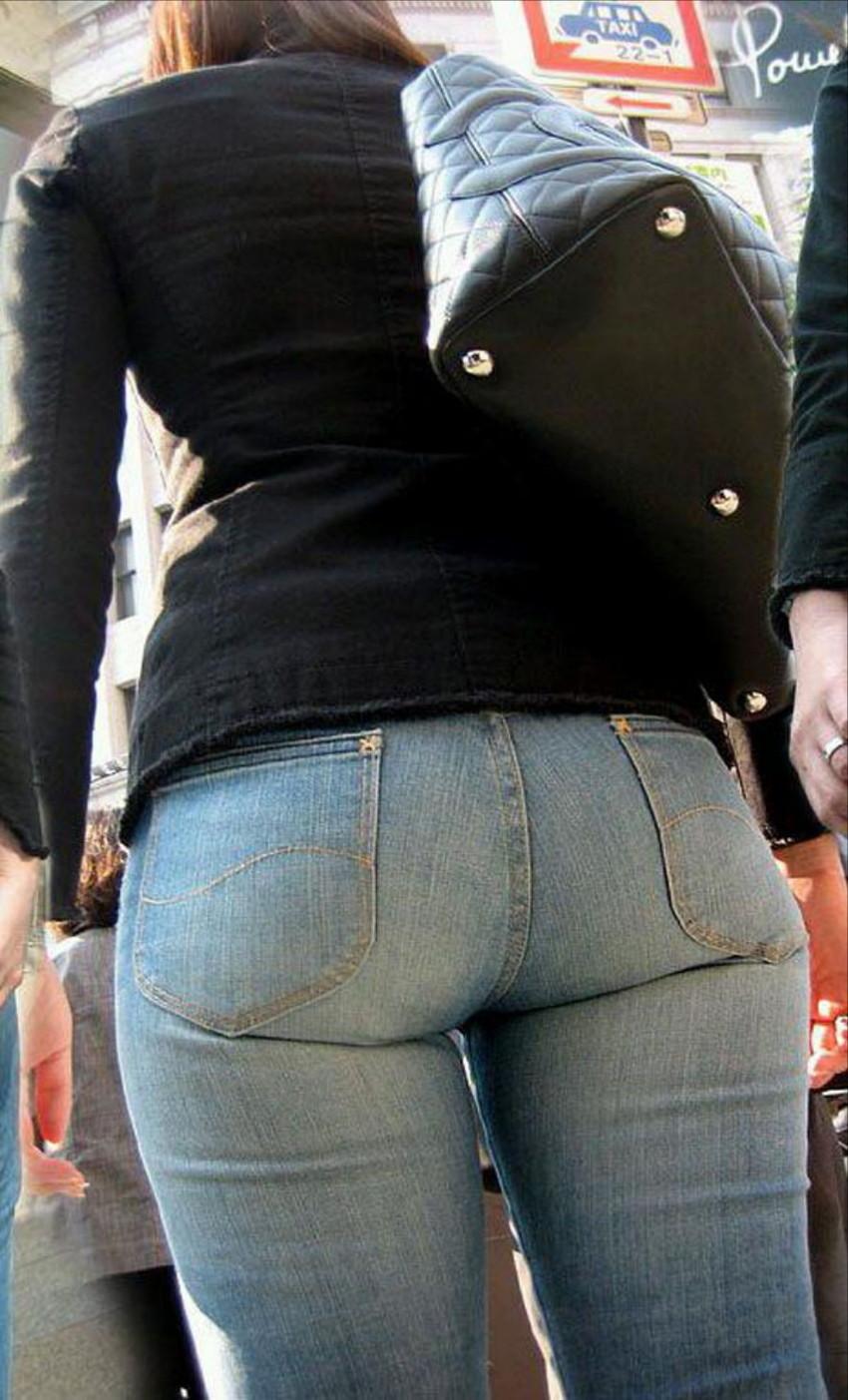 【ジーンズエロ画像】デカ尻娘や人妻のパツパツジーンズを視姦したり穴を開けて着衣セックスしちゃってるジーンズエロ画像集!ww【80枚】 40
