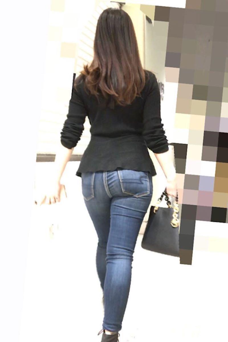 【ジーンズエロ画像】デカ尻娘や人妻のパツパツジーンズを視姦したり穴を開けて着衣セックスしちゃってるジーンズエロ画像集!ww【80枚】 46