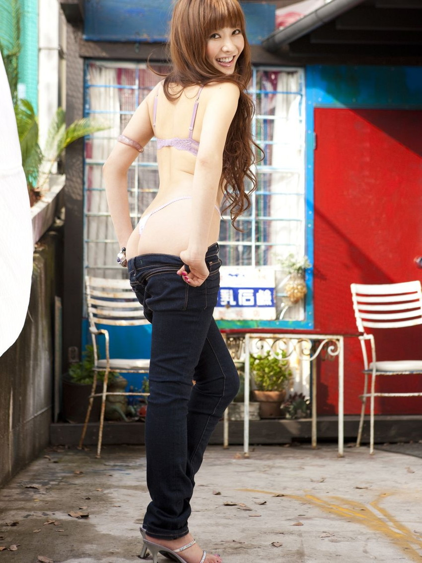 【ジーンズエロ画像】デカ尻娘や人妻のパツパツジーンズを視姦したり穴を開けて着衣セックスしちゃってるジーンズエロ画像集!ww【80枚】 72