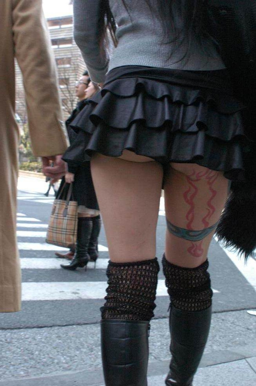 【ミニスカ素人エロ画像】階段やエスカでパンチラ必死のミニスカ履いてる素人ギャルを隠し撮りしたミニスカ素人のエロ画像集!ww【80枚】 46