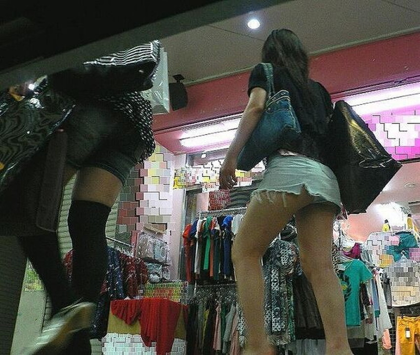【ミニスカ素人エロ画像】階段やエスカでパンチラ必死のミニスカ履いてる素人ギャルを隠し撮りしたミニスカ素人のエロ画像集!ww【80枚】 65