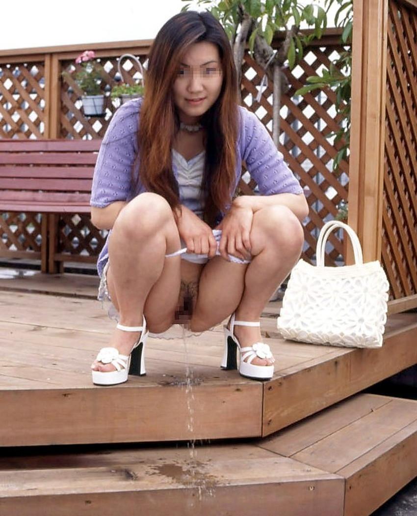 【放尿エロ画像】セレブ妻やロリ美少女におしっこさせて陵辱プレイを愉しむ放尿エロ画像集!ww【80枚】 61