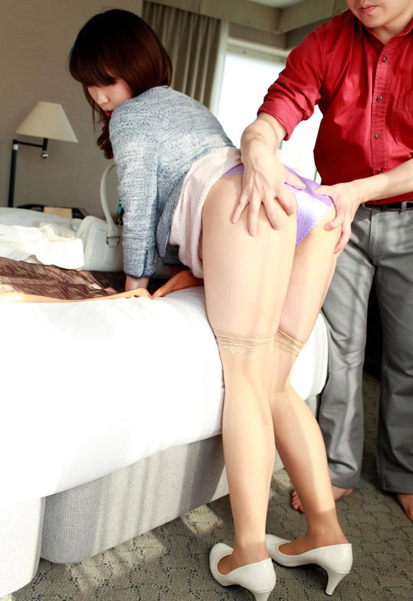 【ケツ揉みエロ画像】セックス中揺れる尻がエロ過ぎて両手で尻肉を掴んで揉みまくってるケツ揉みのエロ画像集!w【80枚】 75