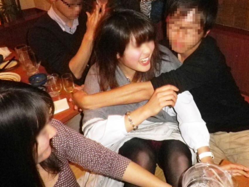 【泥酔パンチラエロ画像】泥酔してパンチラ、パンモロして後悔必至な素人女子たちの泥酔パンチラのエロ画像集!ww【80枚】 23