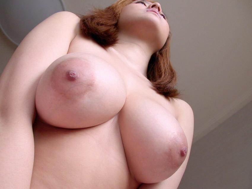【ローアングルおっぱいエロ画像】下乳と勃起した乳首が卑猥に見えるローアングルおっぱいのエロ画像集!ww【80枚】
