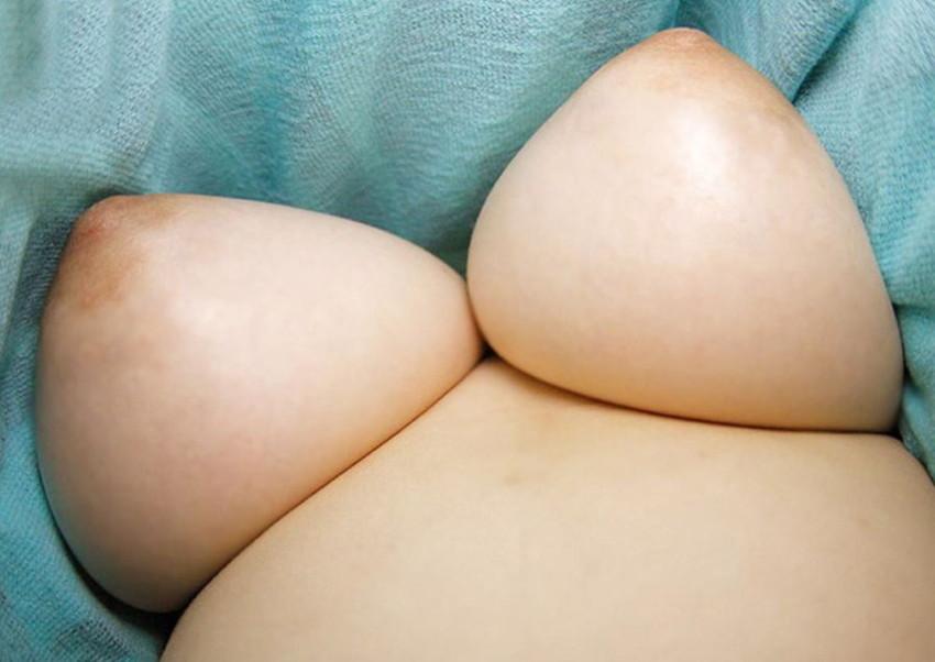 【ローアングルおっぱいエロ画像】下乳と勃起した乳首が卑猥に見えるローアングルおっぱいのエロ画像集!ww【80枚】 66