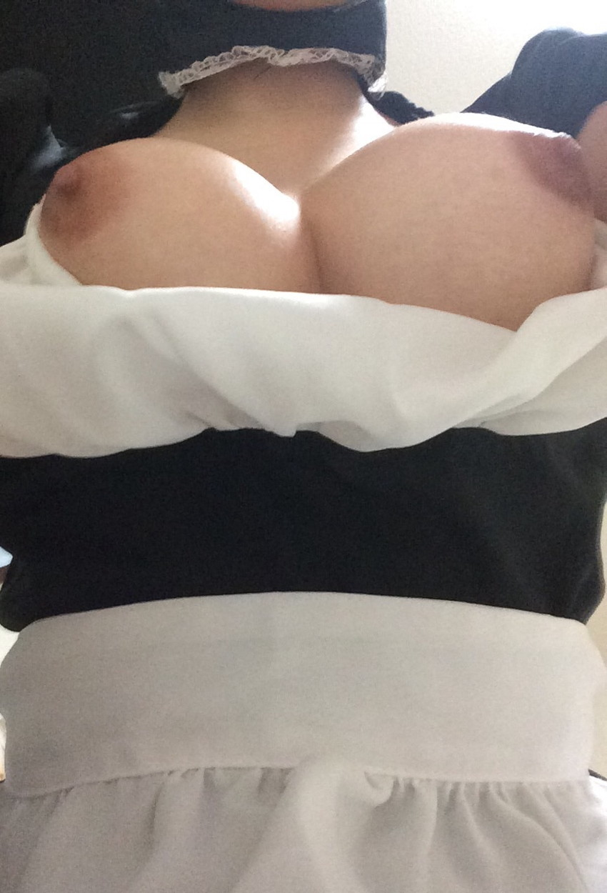 【ローアングルおっぱいエロ画像】下乳と勃起した乳首が卑猥に見えるローアングルおっぱいのエロ画像集!ww【80枚】 75