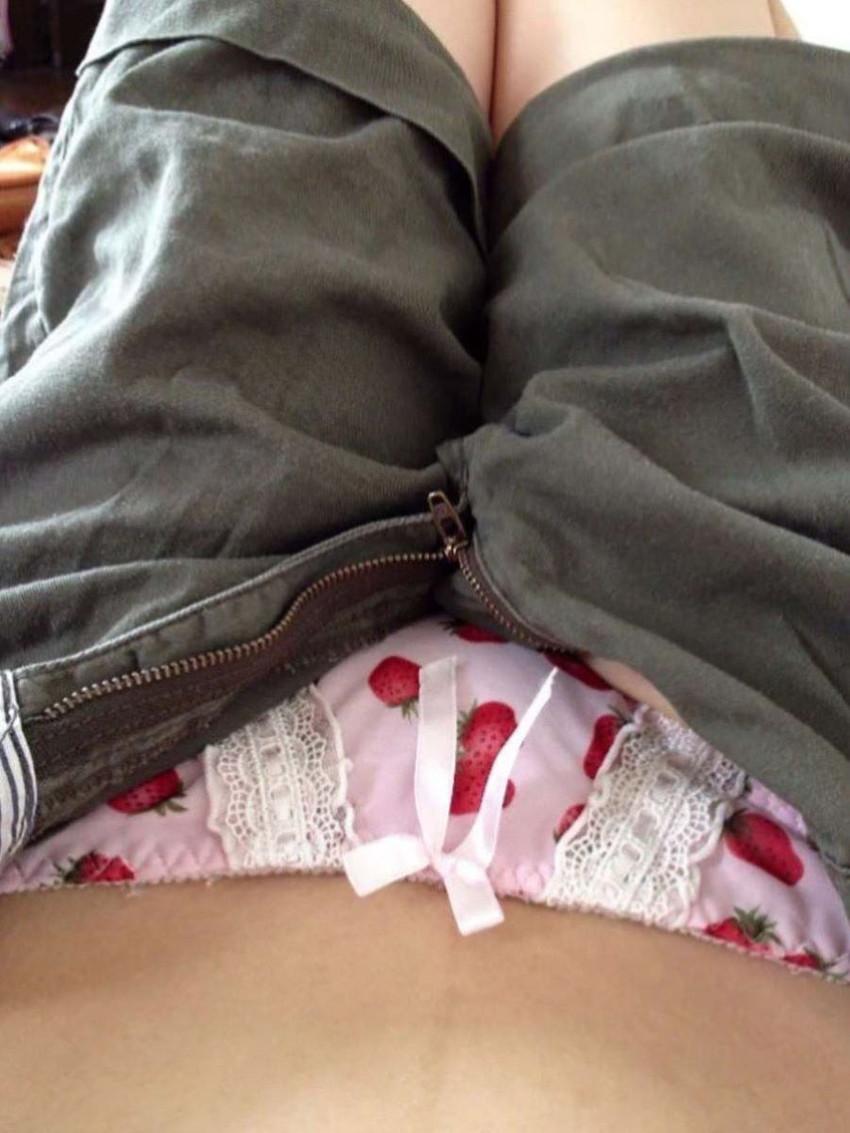 【イチゴ柄パンティーエロ画像】ロリ美少女が王道のイチゴ柄パンティーを履いてプリケツを見せてくれてるイチゴ柄パンティーのエロ画像集!ww【80枚】 36