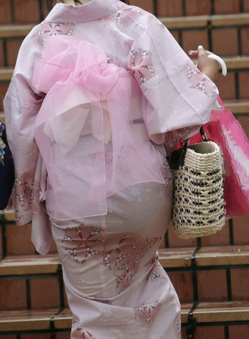 【透けパンツエロ画像】清楚なお嬢さんのスカートやズボンからパンティーが透けて丸見えよりも卑猥に見える透けパンツのエロ画像集!ww【80枚】 28