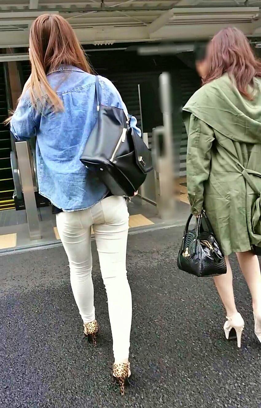 【透けパンツエロ画像】清楚なお嬢さんのスカートやズボンからパンティーが透けて丸見えよりも卑猥に見える透けパンツのエロ画像集!ww【80枚】 35