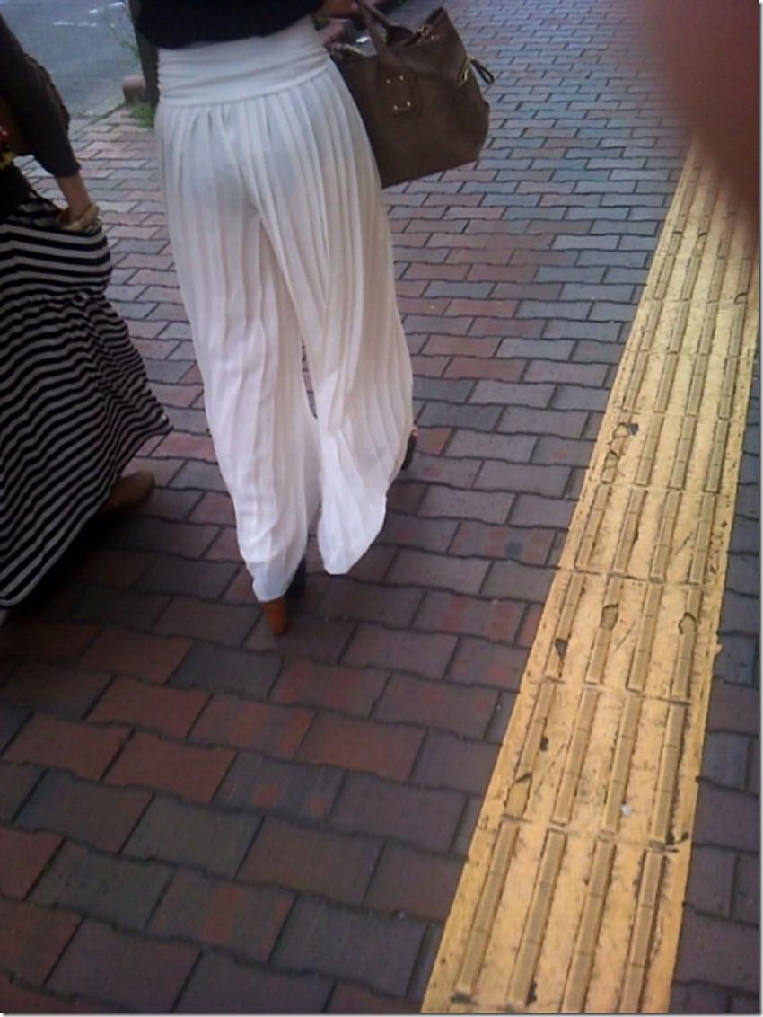 【透けパンツエロ画像】清楚なお嬢さんのスカートやズボンからパンティーが透けて丸見えよりも卑猥に見える透けパンツのエロ画像集!ww【80枚】 44
