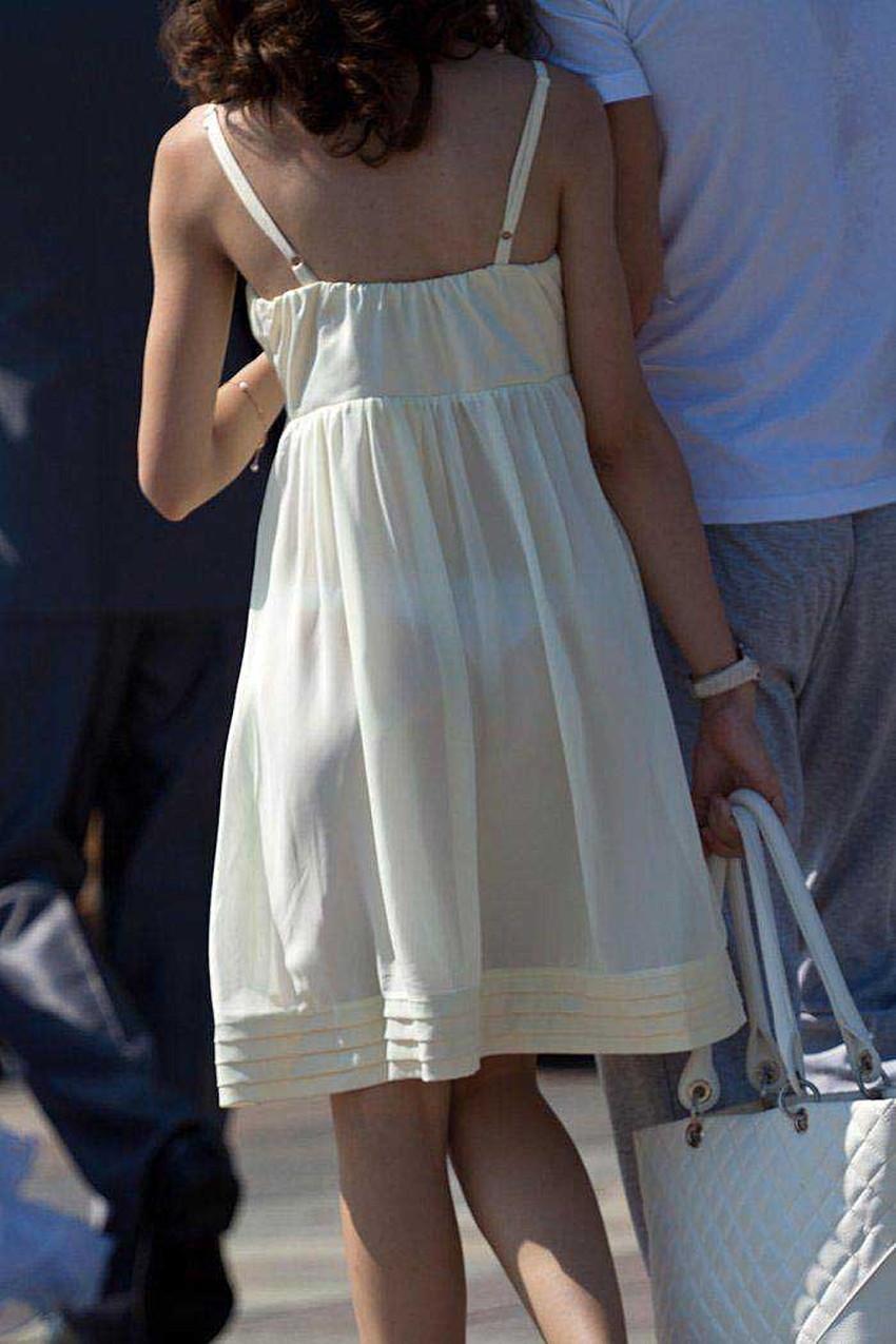 【透けパンツエロ画像】清楚なお嬢さんのスカートやズボンからパンティーが透けて丸見えよりも卑猥に見える透けパンツのエロ画像集!ww【80枚】 53