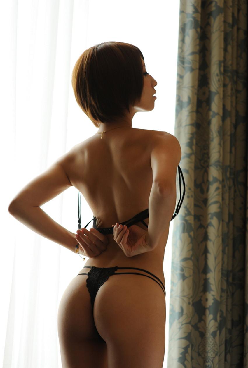 【背中フェチエロ画像】流線型がエロ過ぎる美女の美背中!!ww下から上に舐め上げたくなる美しい背中のエロ画像集!ww【80枚】 31