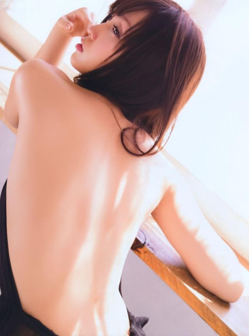 【背中フェチエロ画像】流線型がエロ過ぎる美女の美背中!!ww下から上に舐め上げたくなる美しい背中のエロ画像集!ww【80枚】 36