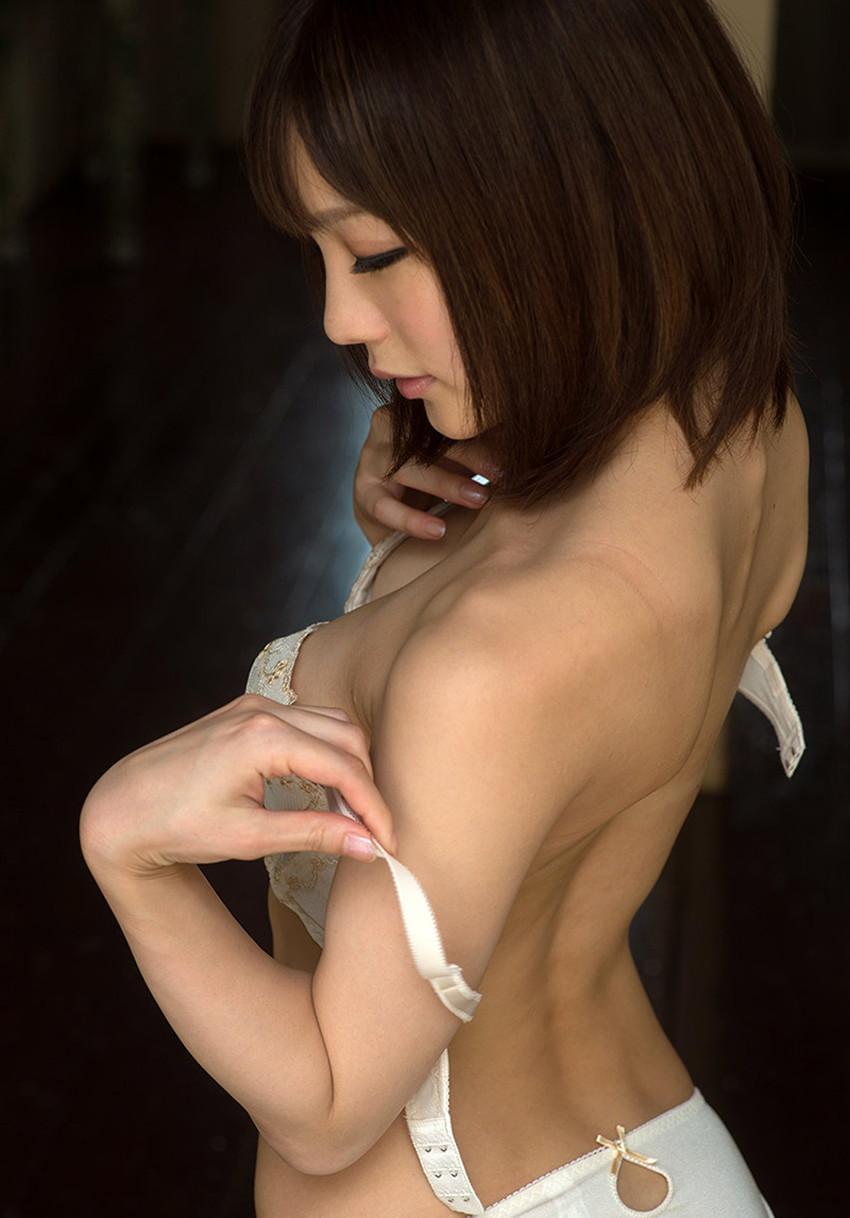 【背中フェチエロ画像】流線型がエロ過ぎる美女の美背中!!ww下から上に舐め上げたくなる美しい背中のエロ画像集!ww【80枚】 46
