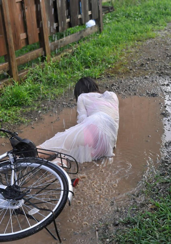【濡れ透け下着エロ画像】シャワーや豪雨で下着まで透けて陰毛や乳首が丸見えになってる濡れ透け下着のエロ画像集!ww【80枚】 69