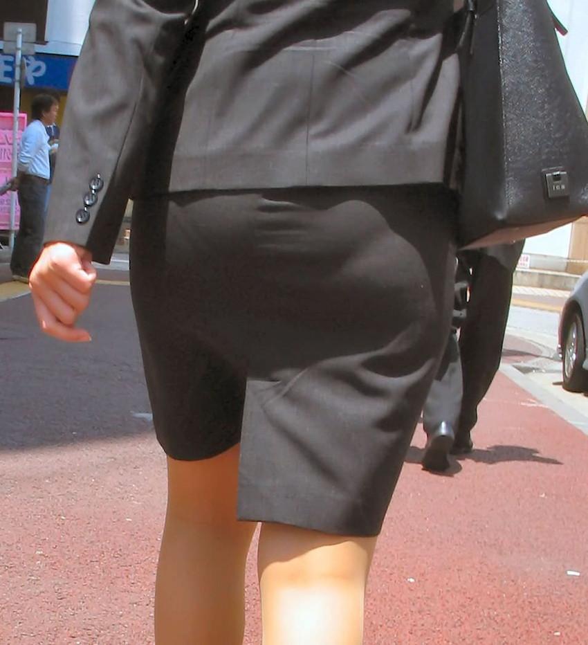 【パンツの線エロ画像】パンティーラインがくっきり見えるズボンやスカートを履いた素人女子を尾行盗撮してるパンツの線のエロ画像集!w【80枚】 08