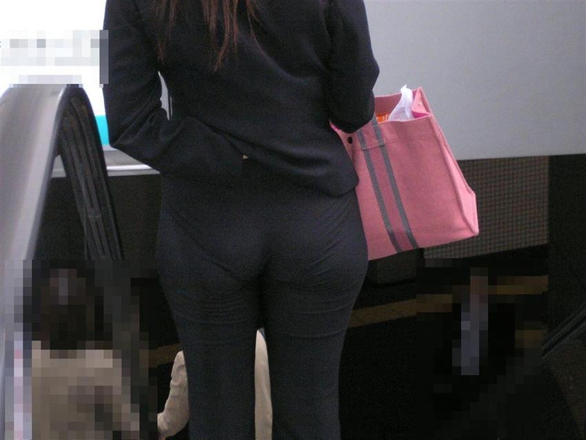 【パンツの線エロ画像】パンティーラインがくっきり見えるズボンやスカートを履いた素人女子を尾行盗撮してるパンツの線のエロ画像集!w【80枚】 13