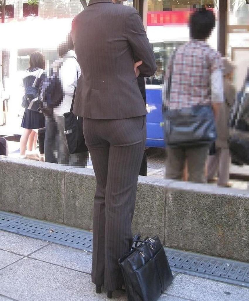 【パンツの線エロ画像】パンティーラインがくっきり見えるズボンやスカートを履いた素人女子を尾行盗撮してるパンツの線のエロ画像集!w【80枚】 16