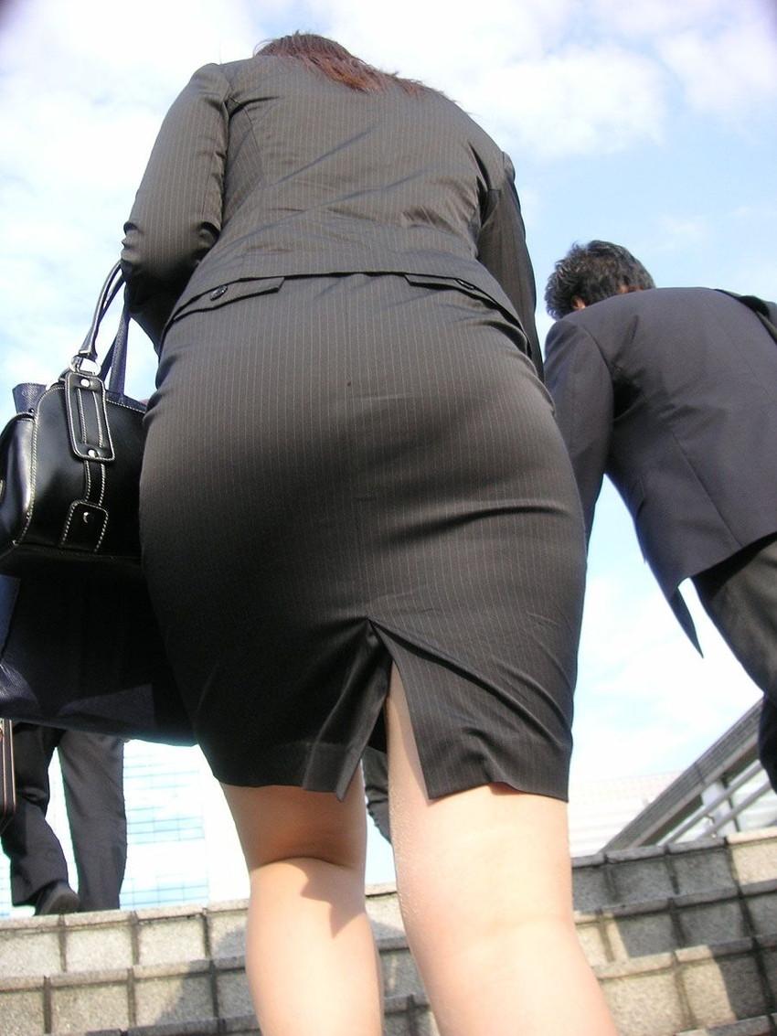 【パンツの線エロ画像】パンティーラインがくっきり見えるズボンやスカートを履いた素人女子を尾行盗撮してるパンツの線のエロ画像集!w【80枚】 20