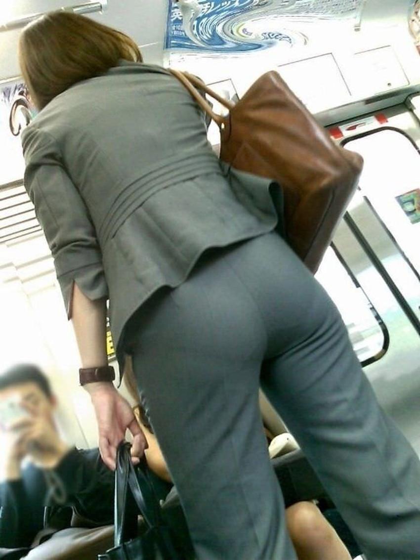 【パンツの線エロ画像】パンティーラインがくっきり見えるズボンやスカートを履いた素人女子を尾行盗撮してるパンツの線のエロ画像集!w【80枚】 27