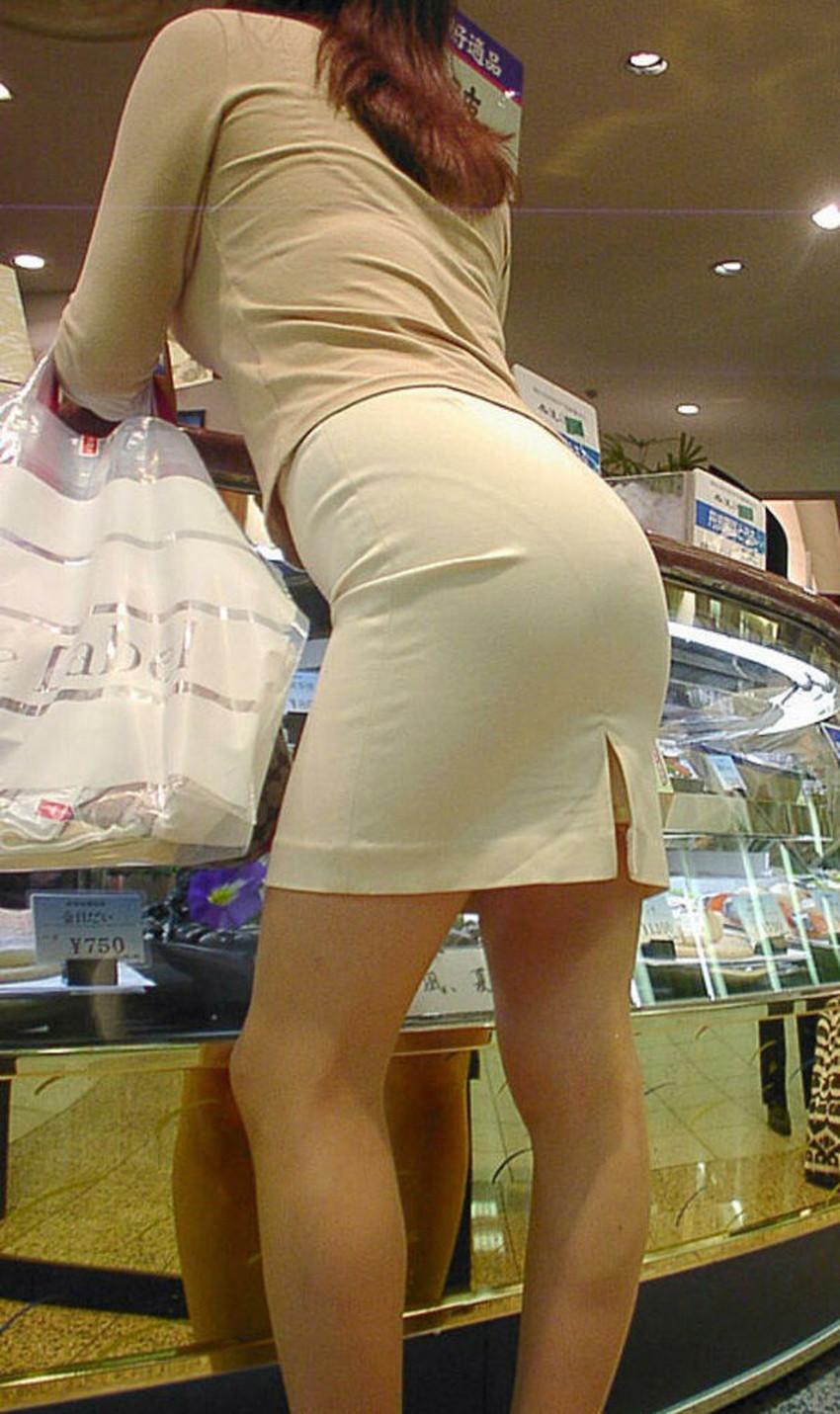 【パンツの線エロ画像】パンティーラインがくっきり見えるズボンやスカートを履いた素人女子を尾行盗撮してるパンツの線のエロ画像集!w【80枚】 29