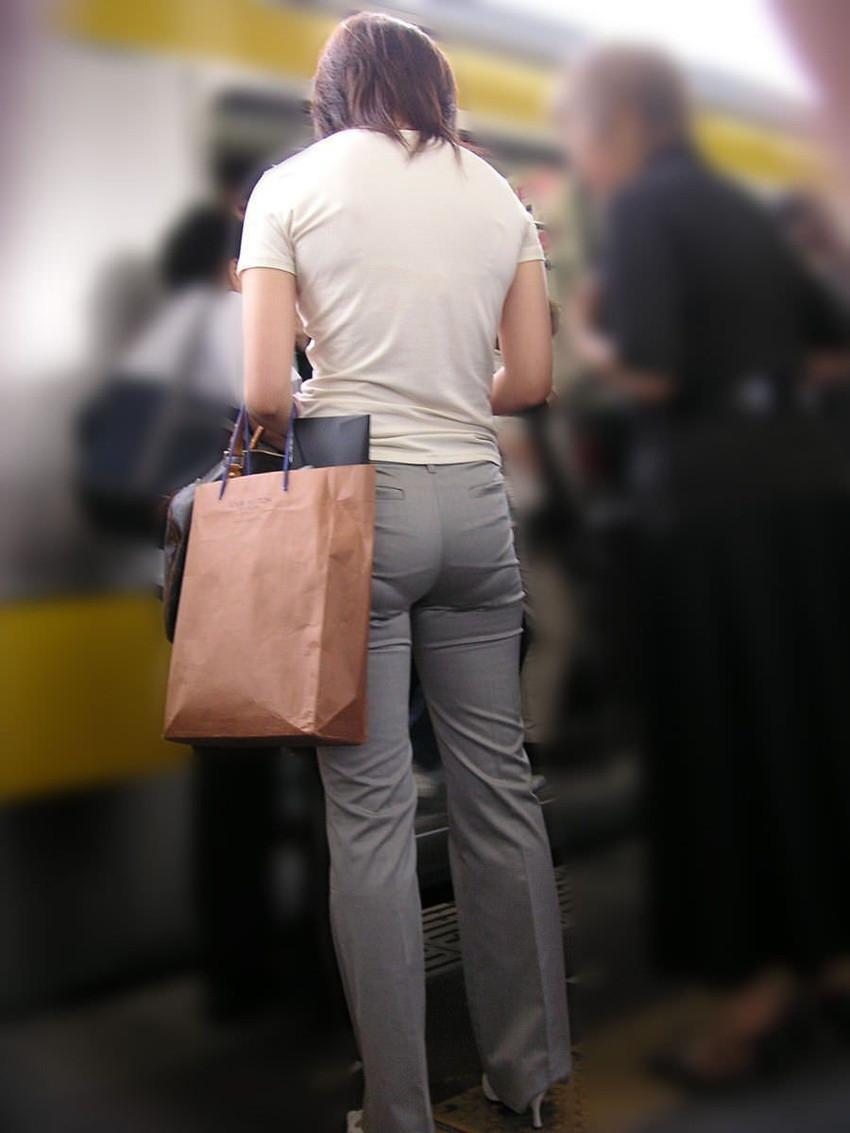【パンツの線エロ画像】パンティーラインがくっきり見えるズボンやスカートを履いた素人女子を尾行盗撮してるパンツの線のエロ画像集!w【80枚】 36