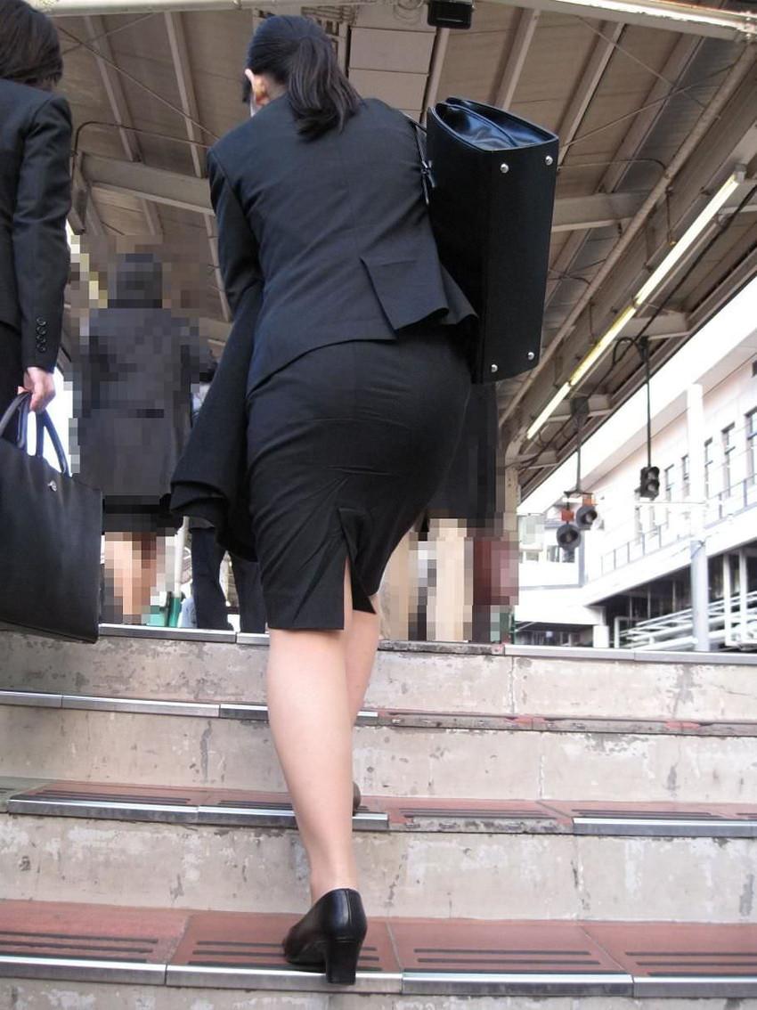 【パンツの線エロ画像】パンティーラインがくっきり見えるズボンやスカートを履いた素人女子を尾行盗撮してるパンツの線のエロ画像集!w【80枚】 38