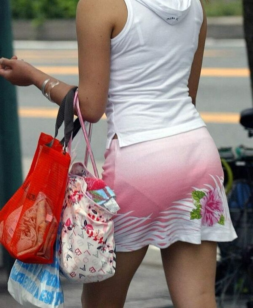 【パンツの線エロ画像】パンティーラインがくっきり見えるズボンやスカートを履いた素人女子を尾行盗撮してるパンツの線のエロ画像集!w【80枚】 40