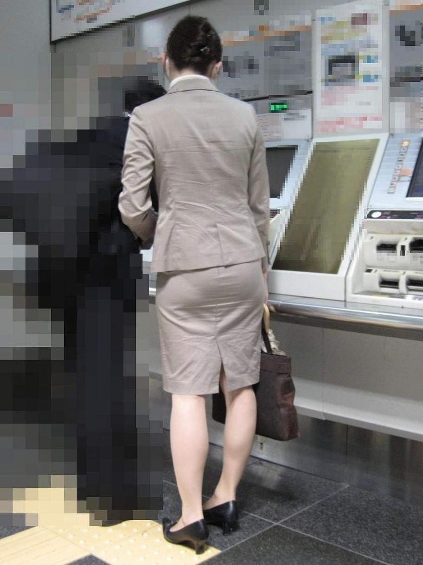 【パンツの線エロ画像】パンティーラインがくっきり見えるズボンやスカートを履いた素人女子を尾行盗撮してるパンツの線のエロ画像集!w【80枚】 47