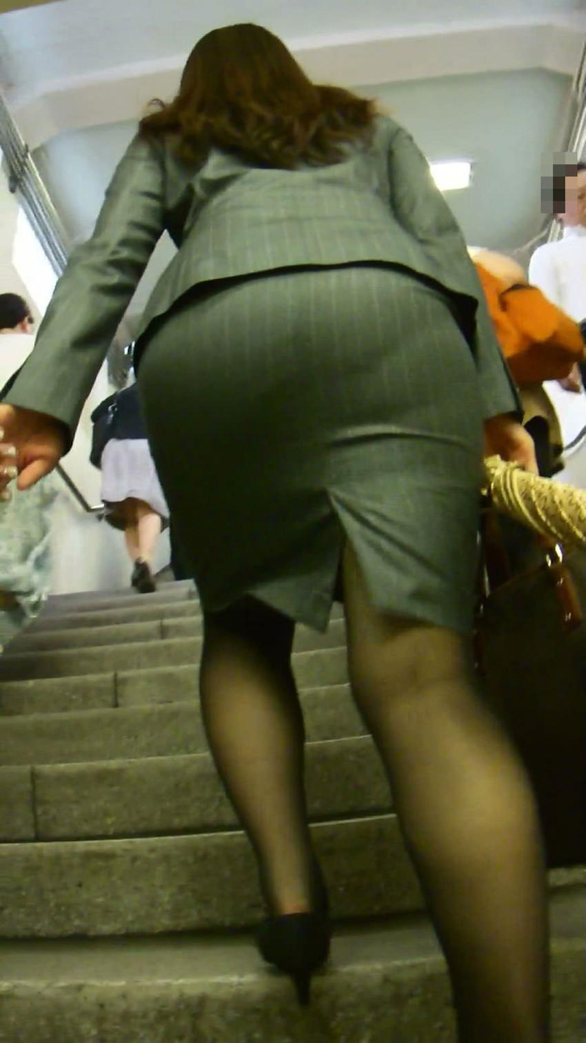 【パンツの線エロ画像】パンティーラインがくっきり見えるズボンやスカートを履いた素人女子を尾行盗撮してるパンツの線のエロ画像集!w【80枚】 49