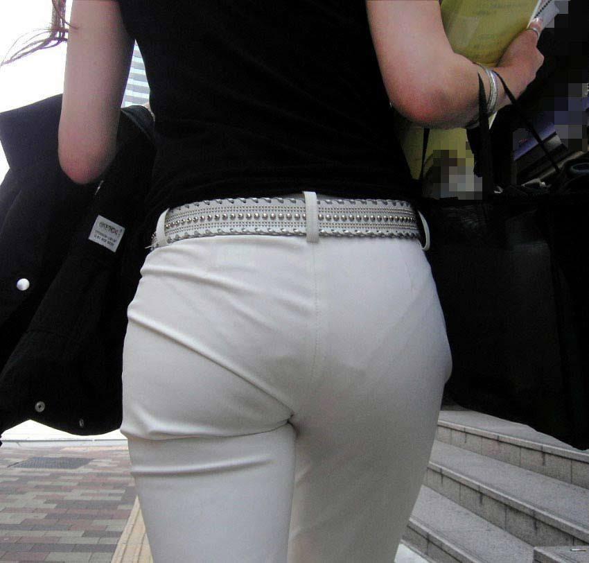 【パンツの線エロ画像】パンティーラインがくっきり見えるズボンやスカートを履いた素人女子を尾行盗撮してるパンツの線のエロ画像集!w【80枚】 52