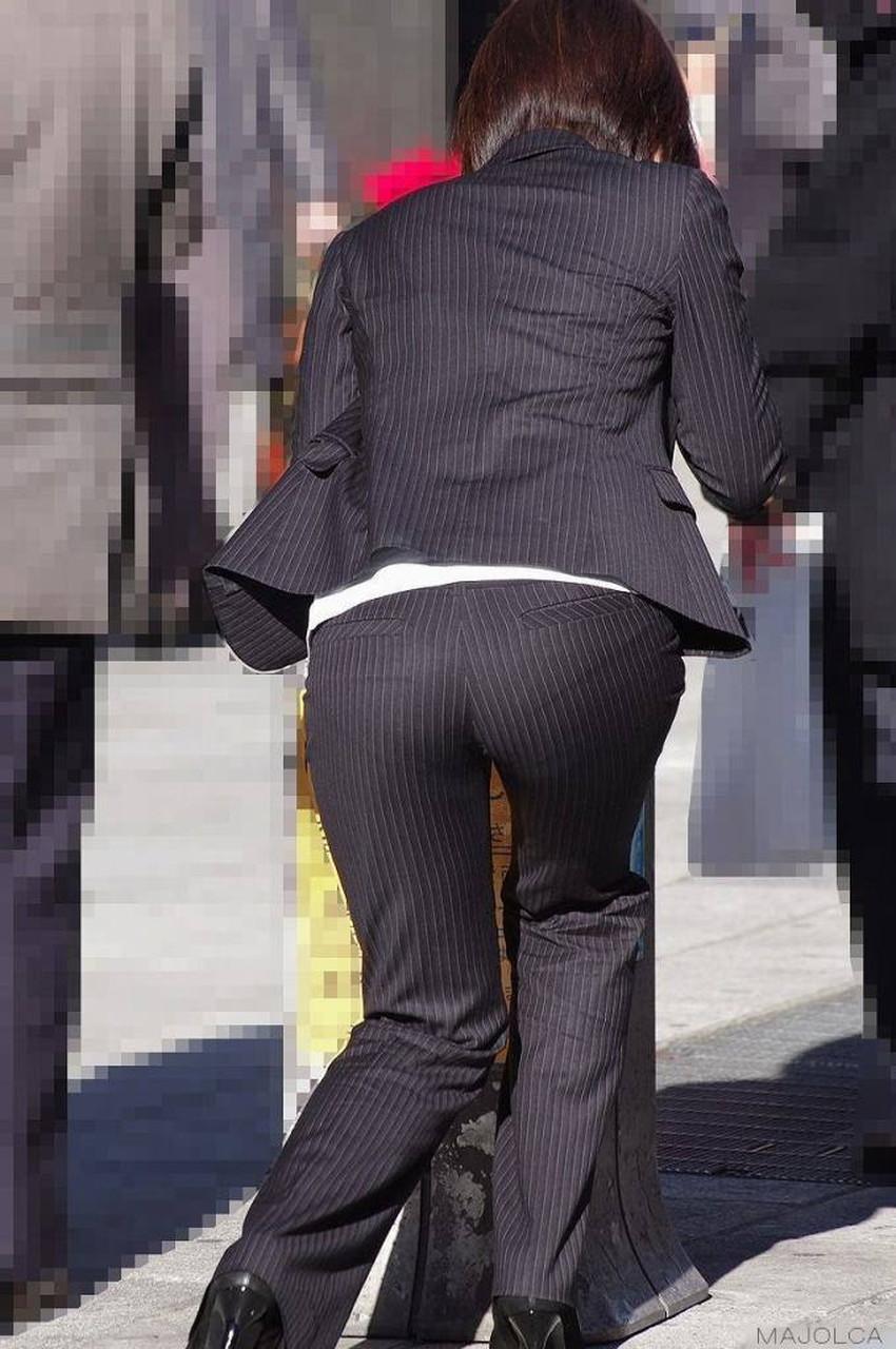 【パンツの線エロ画像】パンティーラインがくっきり見えるズボンやスカートを履いた素人女子を尾行盗撮してるパンツの線のエロ画像集!w【80枚】 56