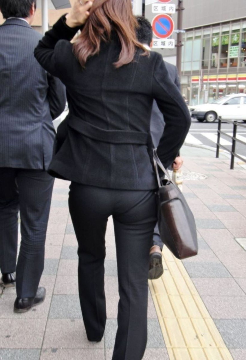 【パンツの線エロ画像】パンティーラインがくっきり見えるズボンやスカートを履いた素人女子を尾行盗撮してるパンツの線のエロ画像集!w【80枚】 73