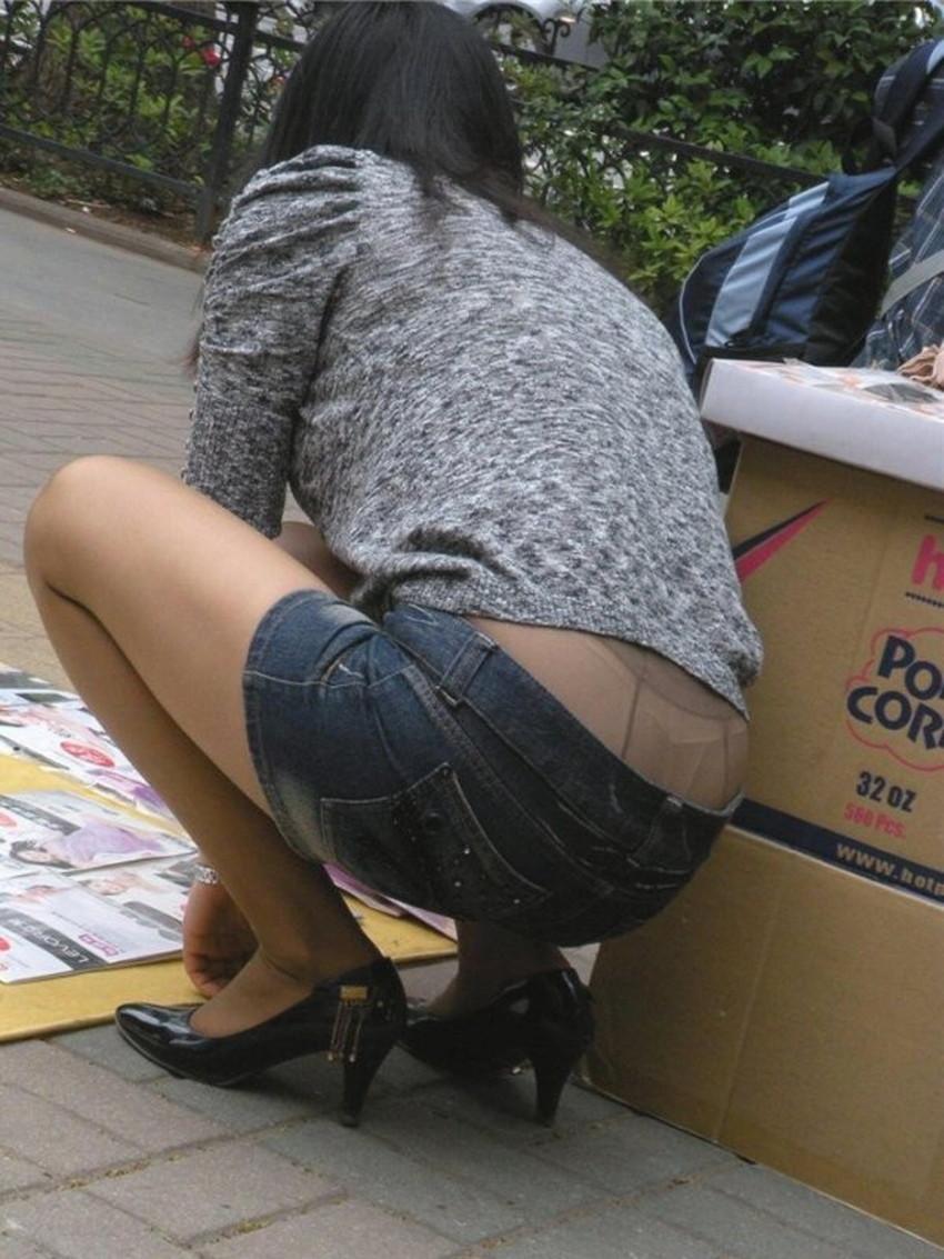 【ジーパンパンチラエロ画像】買い物中の主婦がキツ目のデニムでパン線や背中パンチラが見えてるジーパンパンチラのエロ画像集!ww【80枚】 64