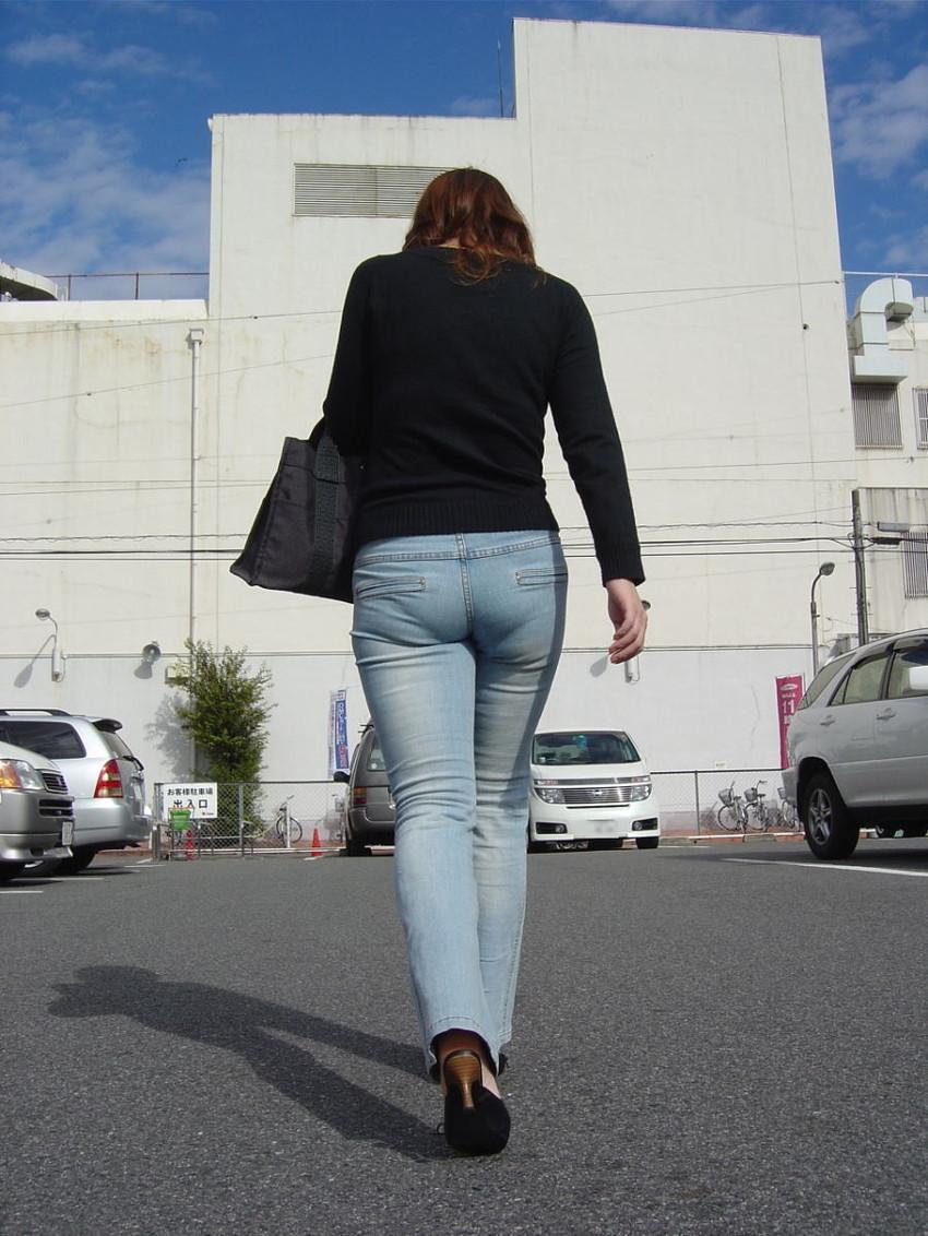 【ジーパンパンチラエロ画像】買い物中の主婦がキツ目のデニムでパン線や背中パンチラが見えてるジーパンパンチラのエロ画像集!ww【80枚】 69