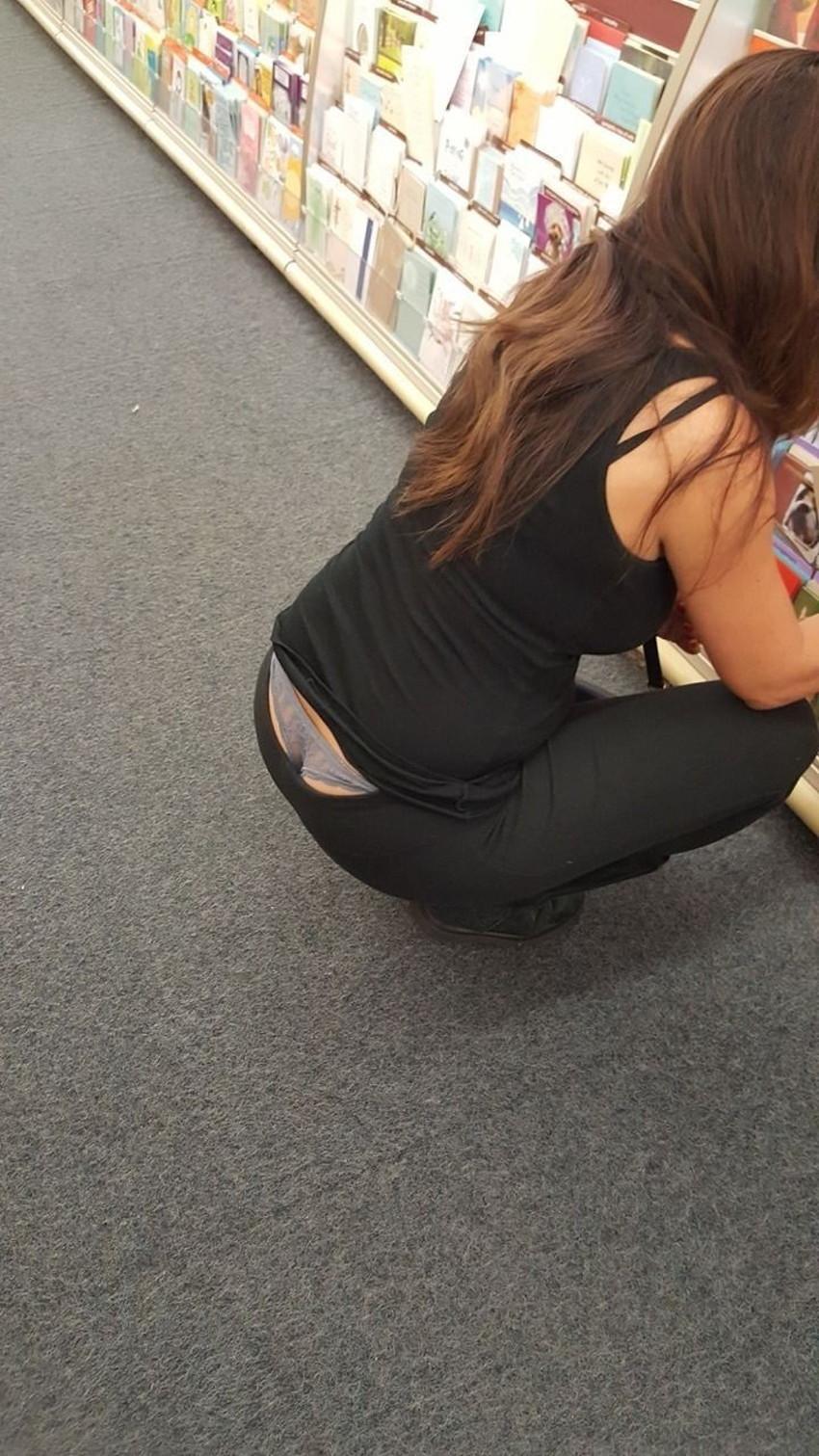 【Tバックハミパンエロ画像】美女のハミパン覗いたらTバックだったというラッキー過ぎるTバックハミパンのエロ画像集!ww【80枚】 64